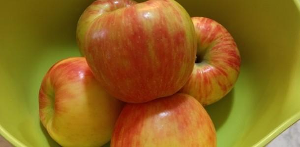 Honeycrisp apples in bowl